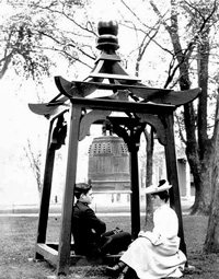 Annapolis's Gokokuji-bell in black and white photo