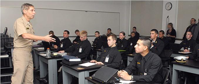 米国海軍士官学校 学業年間予定...